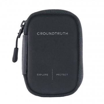 RIKR Card Holder - Lompakko:  Virtaviivainen ja hienovarainen RIKR-lompakko avautuu simpukkamaisesti ja sisälläUltrasuede®-vuoraus ja kaksi...