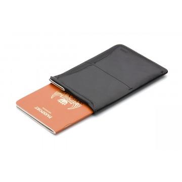 Passport Sleeve - Matkalompakko:  Passport Sleeve -matkalompakko suojaa passisi tyylikkäästi, tarjoten samalla muita käytännöllisiä ominaisuuksia...