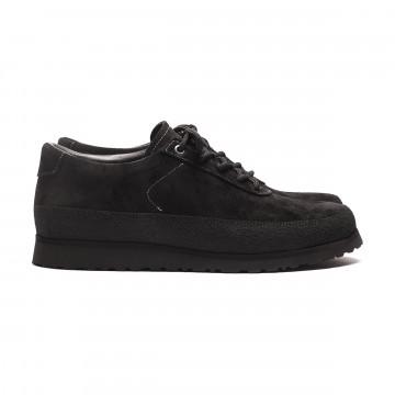 Explorer Suede Black:  Black Sole EditionExplorer-kengät on valmistettu vettä hylkivästä italialaisesta mokkanahasta mustilla...