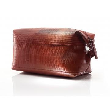 Classic Washbag - Pesulaukku:  Pesulaukku on valmistettu 30 vuotta aktiivikäytössä olleesta paloletkusta, joten materiaali on testattu...