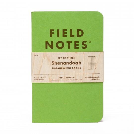 Shenandoah 3-Pack Muistivihko:  Paketissa on kolme vihkoa, joiden kansien vihreät sävyt vastaavat Shenandoah-luonnonpuistosta löytyvien kolmen puun...