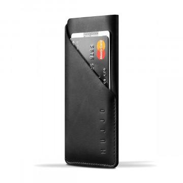 Slim Fit iPhone 8/7/6 - Suojakotelo:  Mujjon Slim Fit iPhone8/7/6 -suojakotelo on leikattu yhdestä parkitun nahan palasta, jossa on vain yksi tikkaus....