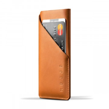 Slim Fit iPhone Schutzhülle:  Mujjo`s Slim Fit iPhone X/XS -Schutzhülle ist aus einem Stück gegerbtem Leder und mit einer Naht hergestellt. So ist...