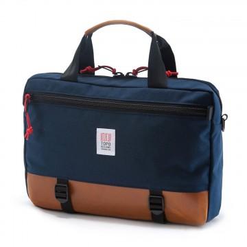 Commuter Briefcase - Olkalaukku:  Commuter-laukku muuntaa muotoaan ja sopeutuu moneen arjessa vastaan tulevaan tilanteeseen. Ilman hihnoja laukkua voi...
