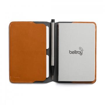 Notebook Cover Mini - Muistikirjakotelo:   Ammattilaisille suunniteltu nahkainen suoja muistikirjalle, korteille ja kynälle     Kasvisparkitusta...