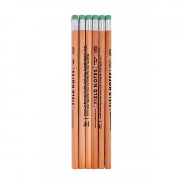 No. 2 Woodgrain 6-Pack - Lyijykynät:  Kuuden kappaleen setti lakkaamattomia, uusiutuvasta puusta valmistettuja Field Notes -lyijykyniä. Holkki on...