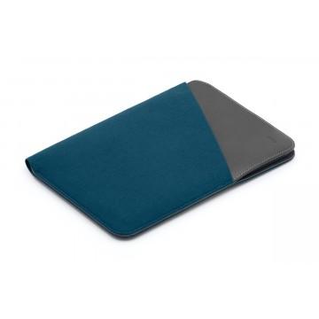 Tablet Sleeve Extra - Suojakotelo:   Ohut suoja tarviketaskulla iPad- tai Galaxy Tab -laitteelle    Tablet Sleeve Extra tarjoaa minimalisteille...