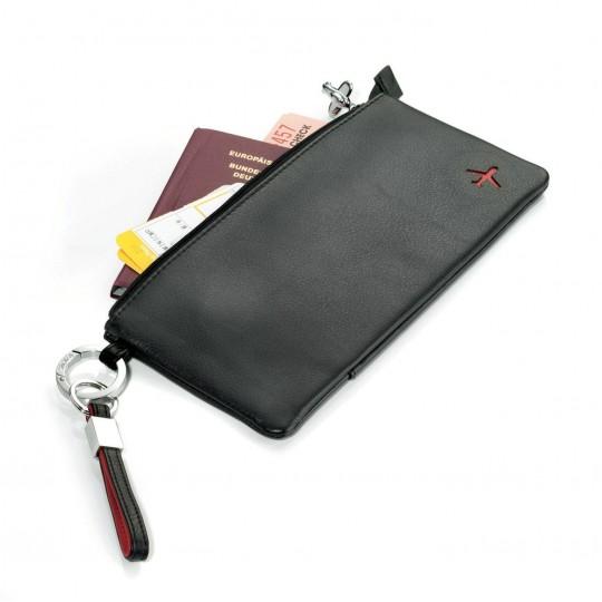 Duo Leather - Matkalompakko:  Troikan Duo Learher matka-asiakirjakotelo pitää liput, passin ja muuta tarvittavat asiakirjat tallessa. Kotelossa on...