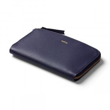 Pocket - Lompakko:  Pocket-lompakko on täydellinen valinta niille, jotka arvostavat sulavalinjaisuutta ja helppoa organisointia. Tähän...