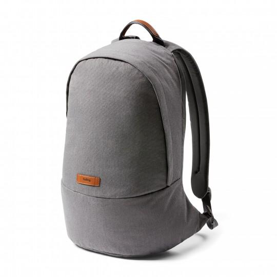 Classic Backpack - Reppu:  Classic Backpack on suunniteltu vastaamaan kaikkea mitä odotat fiksulta päivittäin käytettävältä repulta. Se on...