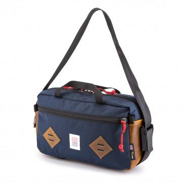 Mini Mountain Bag - Olkalaukku:  Mini Mountain Bag on käytännöllisen kokoinen olkalaukku päivittäiseen käyttöön ja lyhyemmille yön yli reissuille....