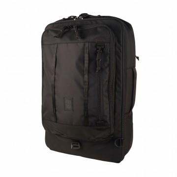Travel Bag 40 L - Laukku:  Topo Designs -tiimi on reissussa itsekin aina kun voivat, ja he halusivat kehittää kestävän ja tilavan...
