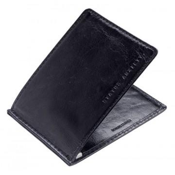Perez - Lompakko:  Tämä lompakko on suunniteltu erittäin ohueksi, jolloin se sujahtaa taskuun helposti. Italialaisesta nahasta...