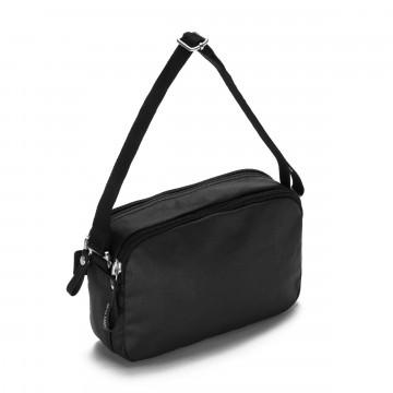 Hip Bag - Vyölaukku:  Qwstion Hip Bag -vyölaukkuun mahtuu mukavasti kaikki tarvittava jota kannat mukana päivittäin. Kasviparkitut...