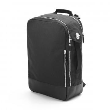 Backpack Leather - Reppu:  Qwstion Backpack -reppu muotoutuu käyttötarpeen mukaan ja voit käyttää sitä myös tavallisena laukkuna sivukahvan...